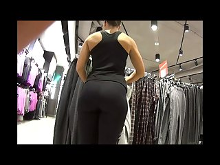 Amazing candid milf bubble butt in yoga pants