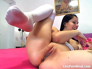 Brunette playing hard with her pussy til cum 3 flv