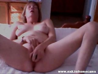 47 years divorced mother Monique masturbates on her bed